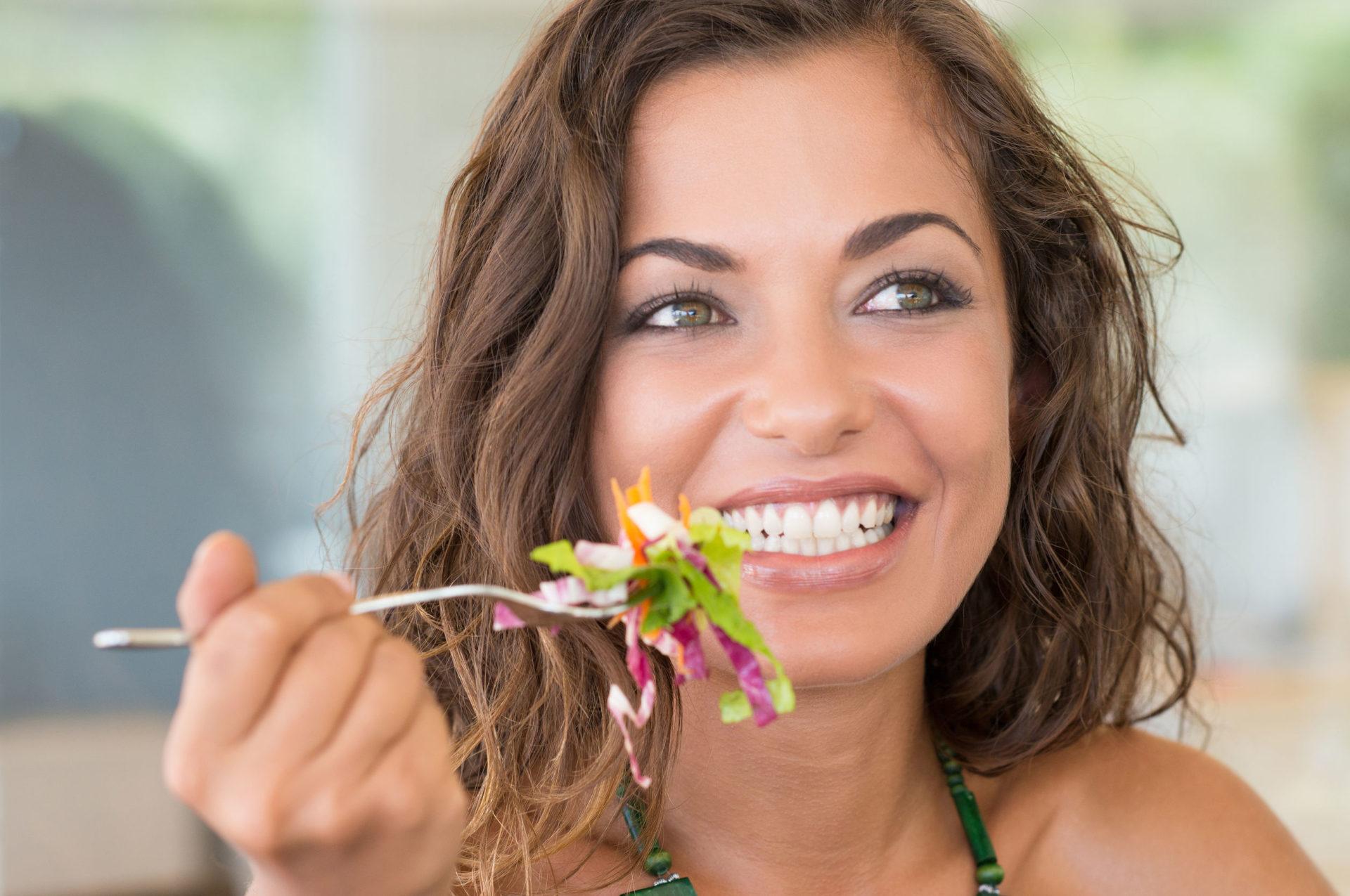 ¿Tendrás problemas para comer con normalidad si usas Invisalign?