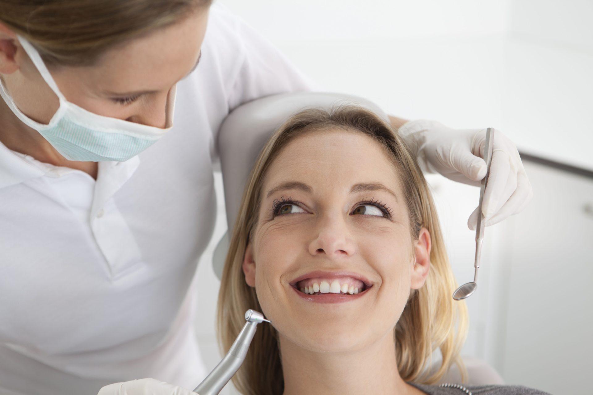 Consejos simples pero eficaces para alargar la vida de nuestros implantes dentales
